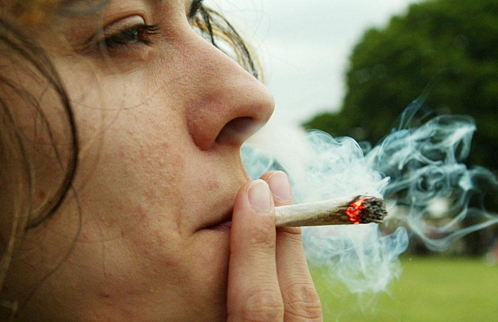 """Fumar marihuana alivia el """"dolor social"""""""